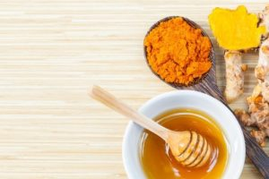 Полезные свойства и противопоказания куркумы с медом