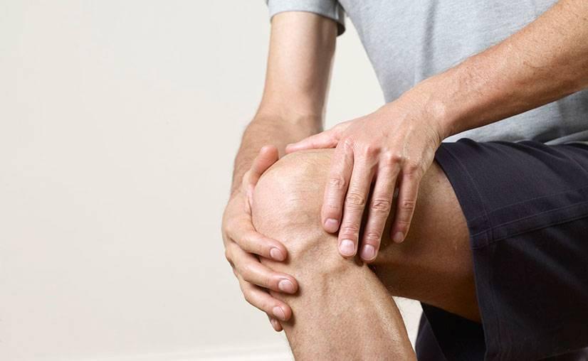 Болит колено во время приседаний