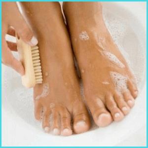 Мыть ноги с мылом