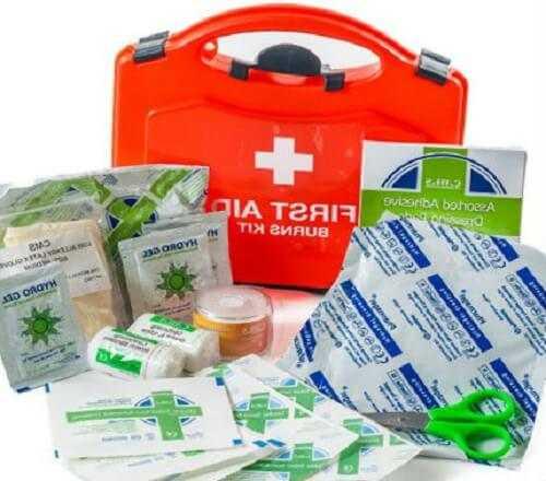 Химический ожог: первая помощь, лечение