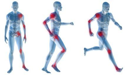 Заболевание проявляется скованностью суставов