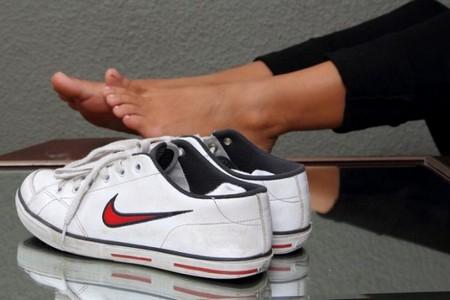 Если материалы обуви плохо пропускают воздух, спрей может и не помочь