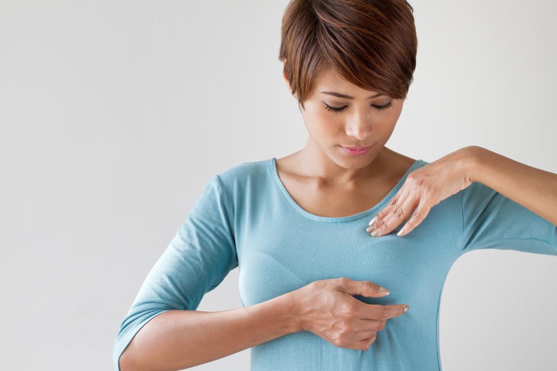 Обследование груди перед зеркалом
