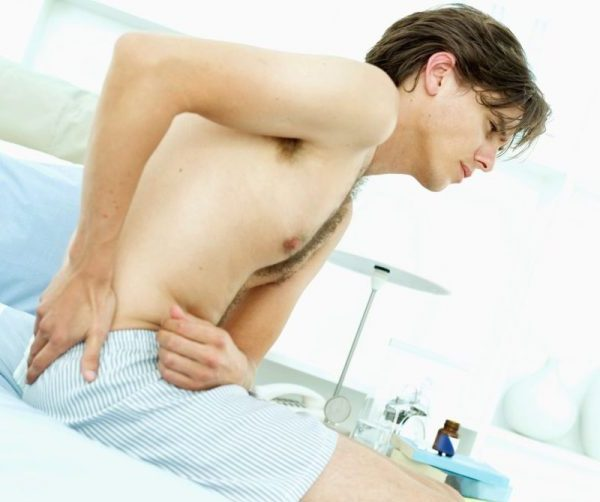 Нужно ли беспокоиться мужчине при боли в правом яичке