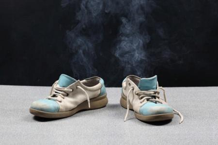 Обувь и носки, выполненные из синтетического материала провокаторы запаха