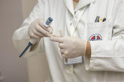 Анкилозирующий спондилоартрит: причины, симптомы и лечение