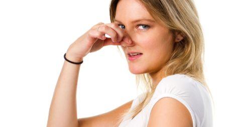 Причины появления резкого запаха пота у женщин