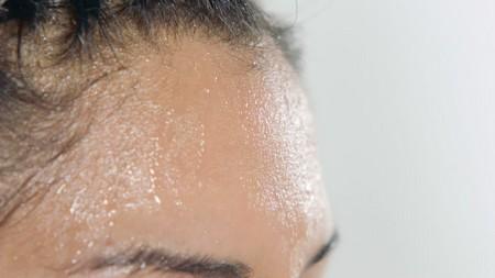 Причины появления и методы устранения холодного пота