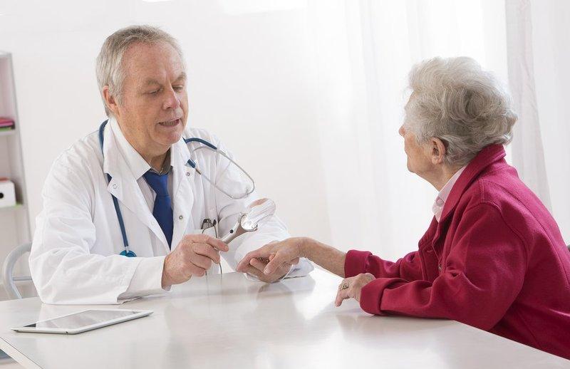 Назначение терапии грибка между пальцами рук