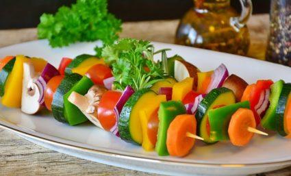 Конечно же пища должна изобиловать фруктами и овощами